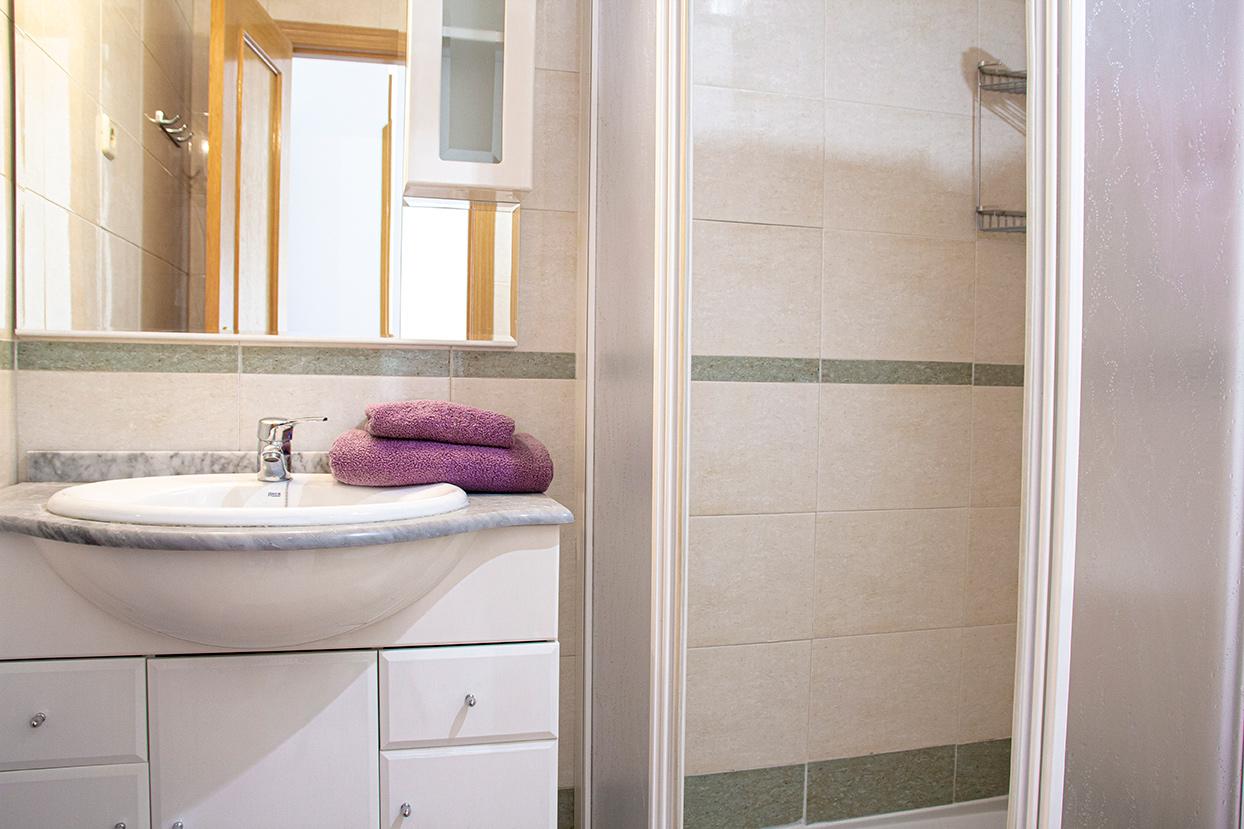 baño residencia Tomás Moro